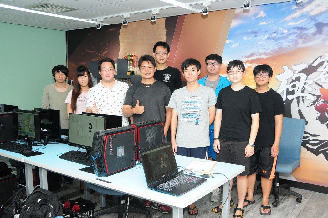 靜宜大學資傳系,日前在校內成立「極客魂」基地,並與日本Live2D軟體公司產學合...