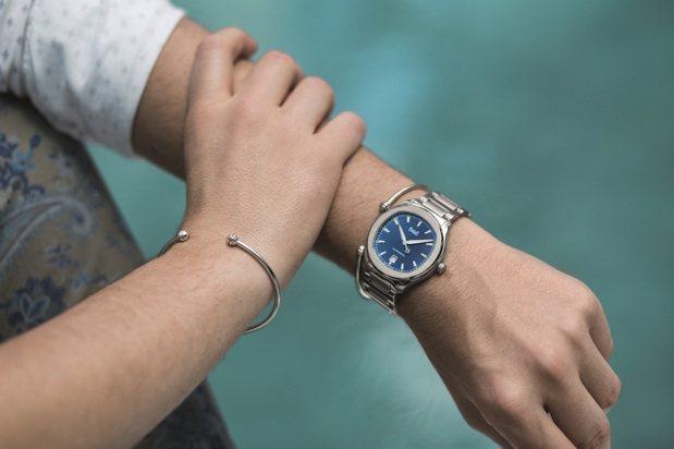 中性珠寶可搭配休閒表款。Piaget Polo S腕表,42 毫米精鋼表殼、11...