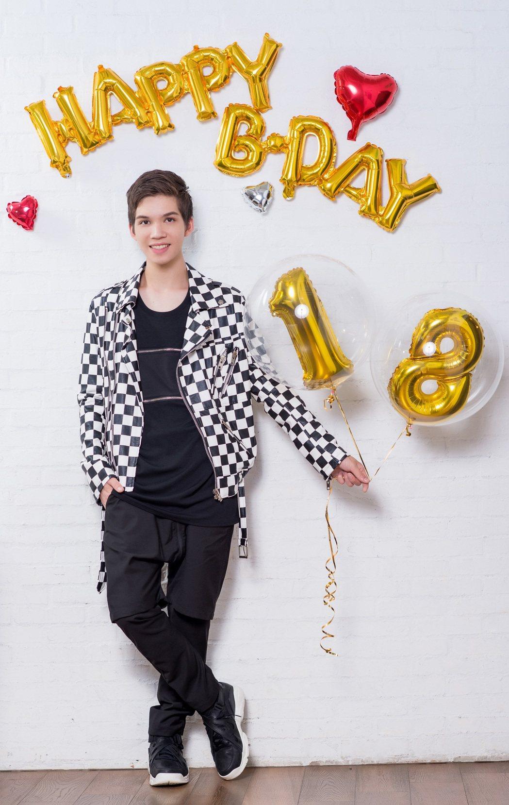 派偉俊歡慶18歲生日。圖/杰威爾提供