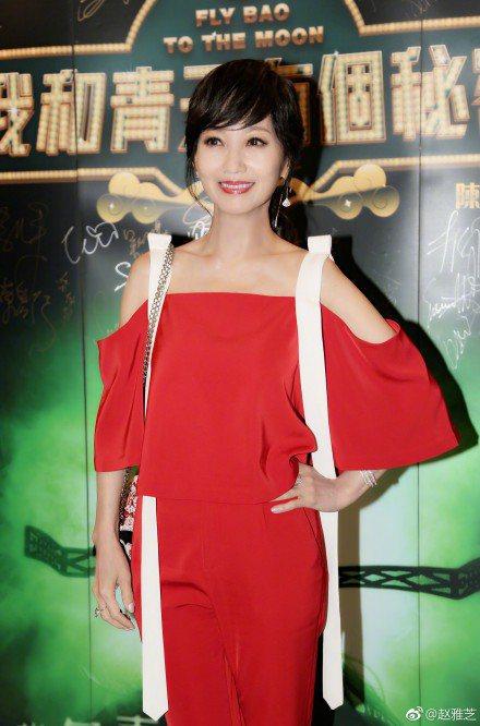 港姐出身的趙雅芝,稱讚本屆港姐個個都美,為後輩打氣。圖/摘自微博