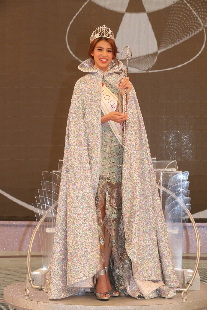 雷莊兒獲選為本年度港姐冠軍,網友不以為然。圖/摘自微博