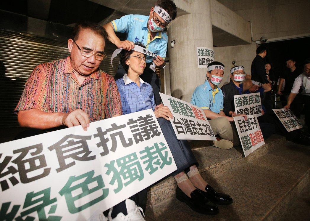 廖國棟(左)是國民黨少數具有醫生背景的人。 記者陳正興/攝影