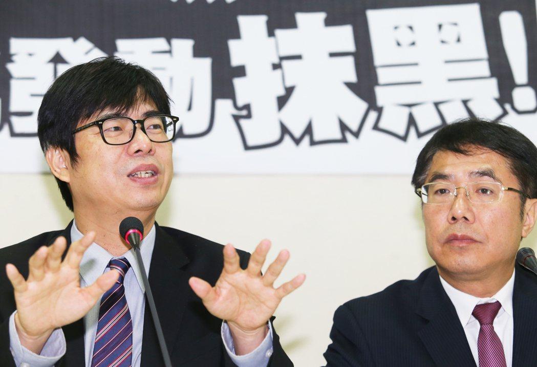 民進黨立委陳其邁(左)大學習醫,研究所老師就是副總統陳建仁。 記者陳正興/攝影