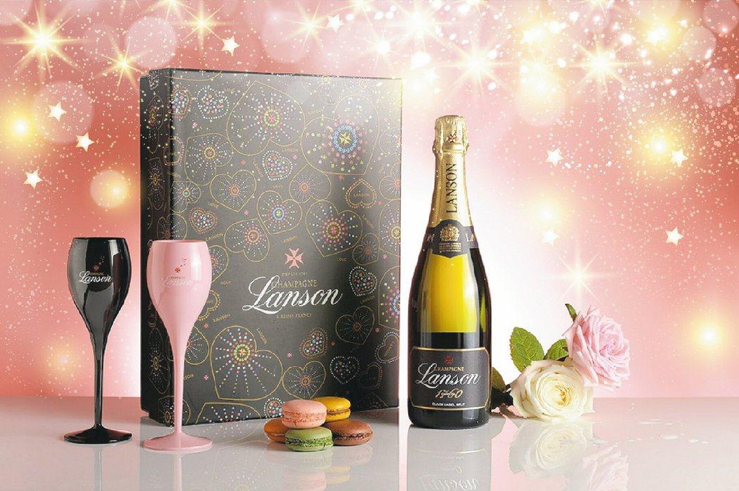 法國蘭頌黑牌香檳雙色雙杯禮盒1,900元。 圖/各業者提供