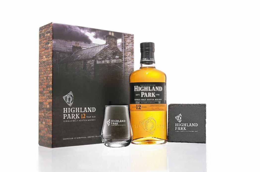 高原騎士推出12年單一麥芽蘇格蘭威士忌禮盒/1,250元。 圖/各業者提供
