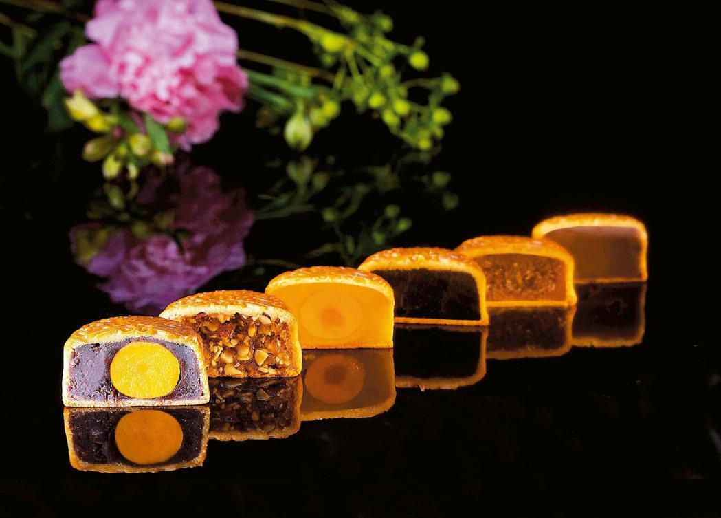 國賓飯店今年推出6種口味月餅。 圖/各業者提供