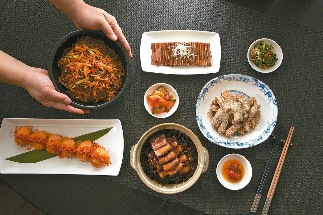 主廚吳銘儒內行點菜,一口氣端出數十道全新推薦的菜色。 圖/台北寒舍艾美酒店提供
