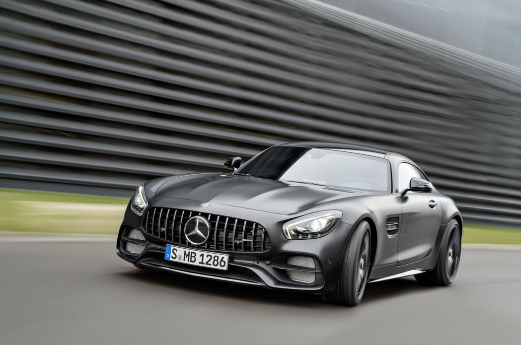 AMG GT C Edition 50搭載 4.0L V8雙渦輪增壓引擎557hp輸出,0-100kmh加速僅3.7秒,極速上看317kmh,僅引進四台,預購從速。圖/台灣賓士提供