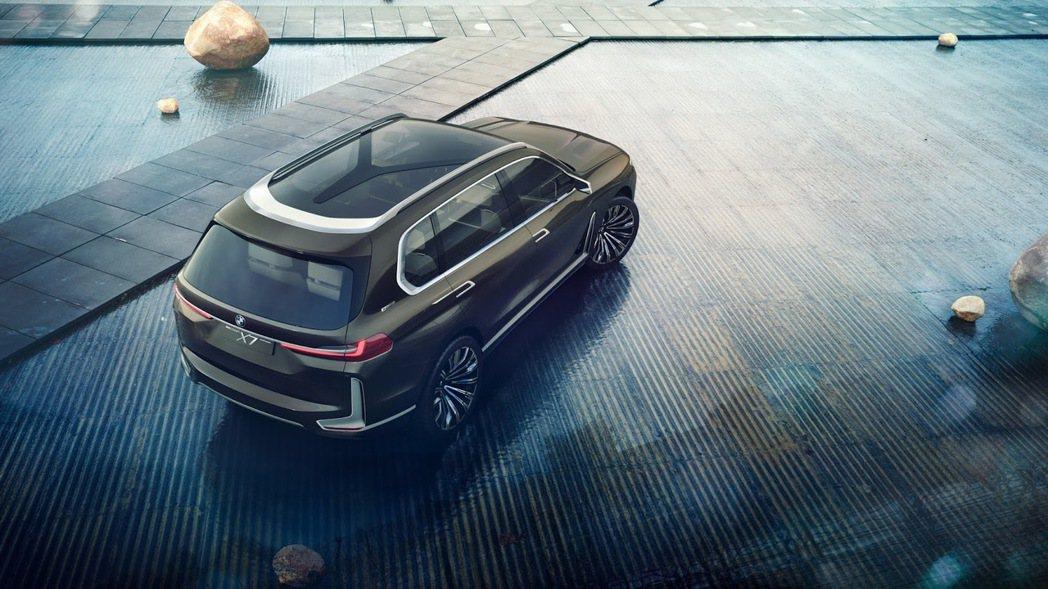 BMW X7 Concept的Y字形桿,看來與BMW在Twitter張貼的照片極...