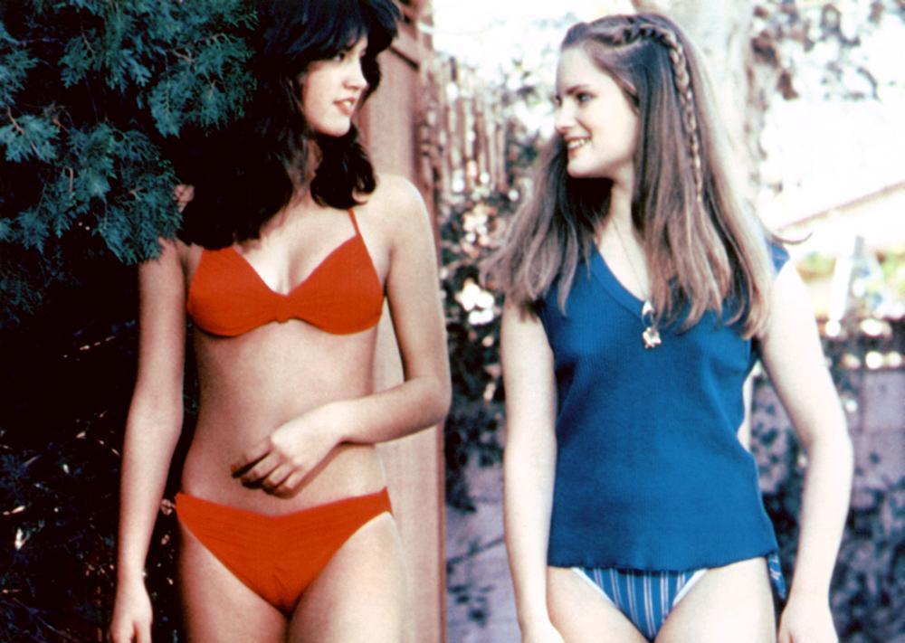 菲比凱絲和珍妮佛傑森李在「開放的美國學府」扮演高中女生。圖/摘自Cineplex