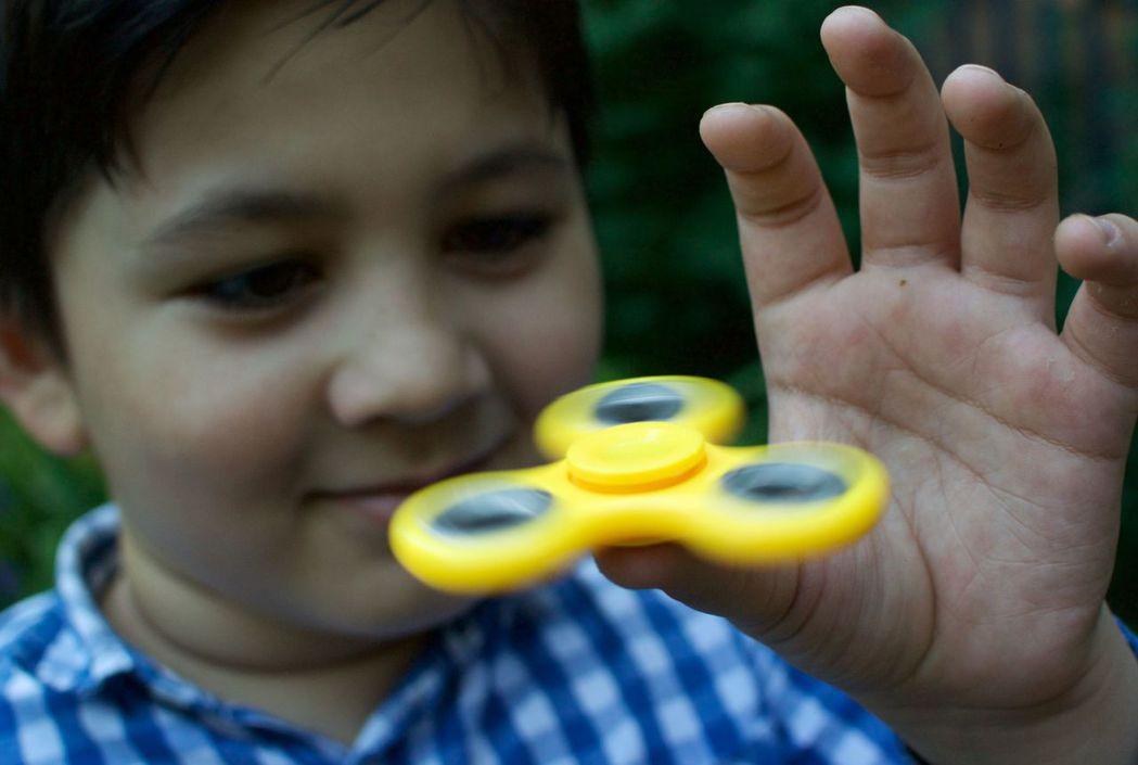 指尖陀螺今年爆紅,銷售熱潮從美國蔓延全球。(圖片/美聯社)