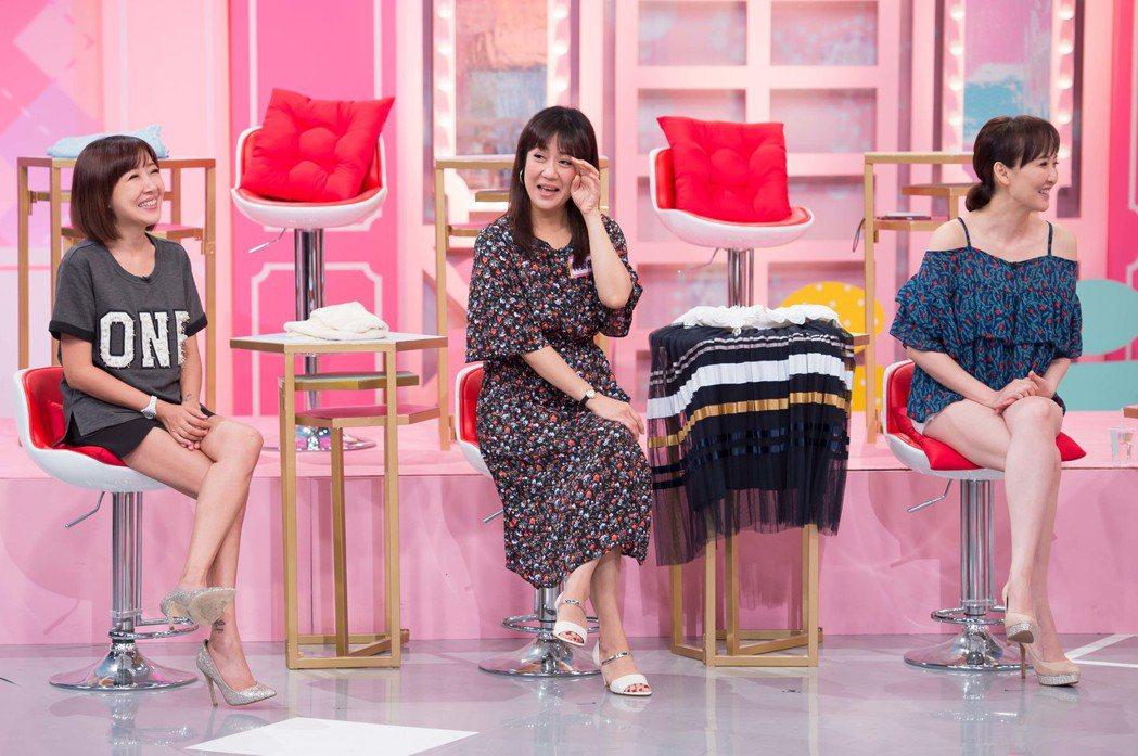 「女人我最大」右起Julie、林姿佑、余皓然三人穿搭被嫌棄像「韓國阿珠媽」。圖/...