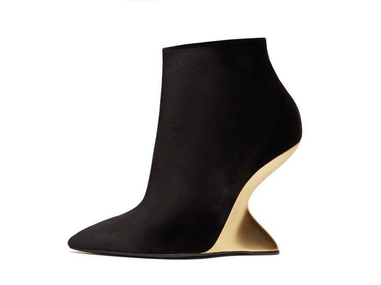 BOLGHERIV黑色天鵝絨金色F形楔形靴,40,500元。圖/Ferragam...