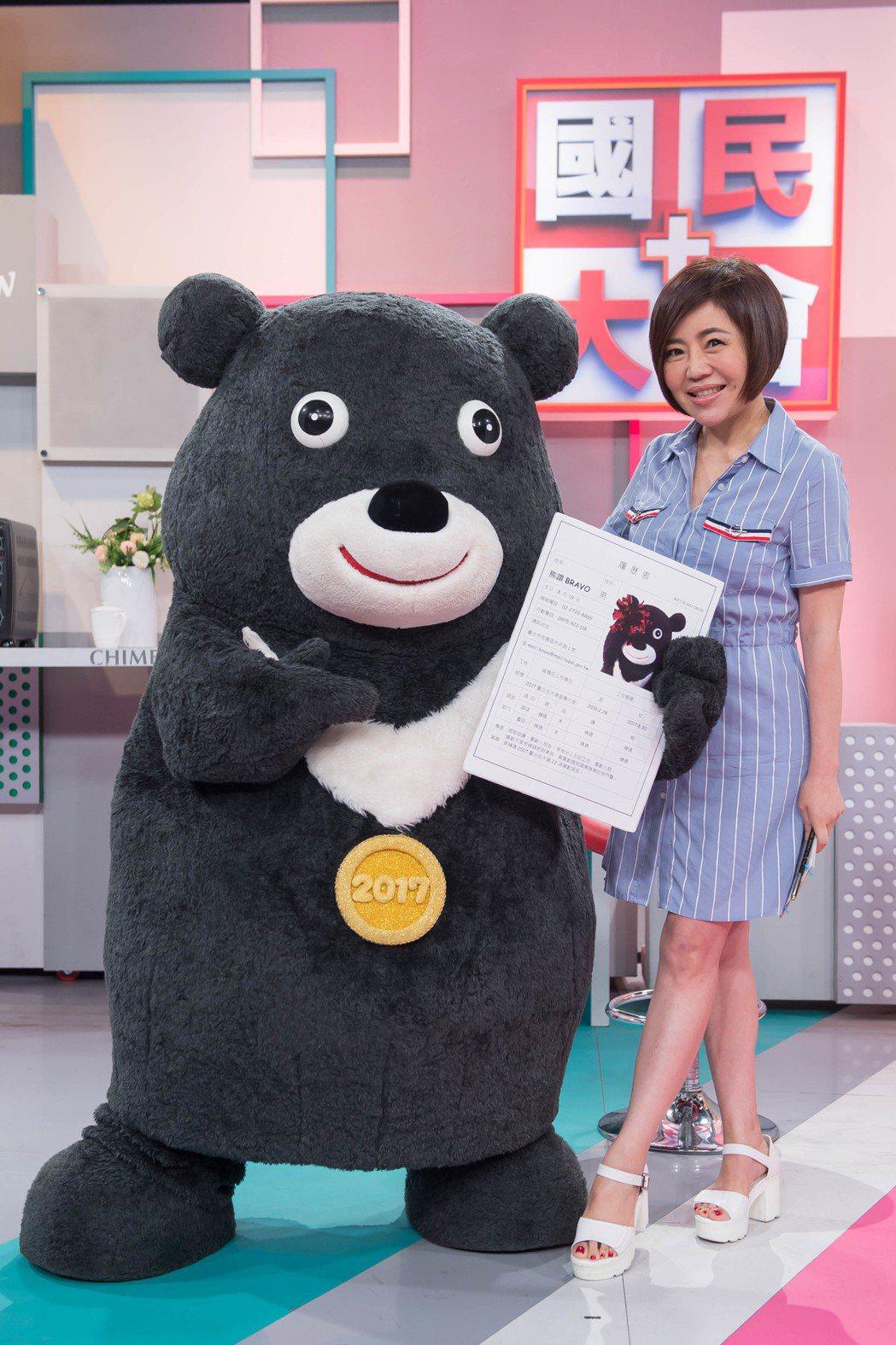熊讚帶履歷應徵于美人助理主持。圖/TVBS提供