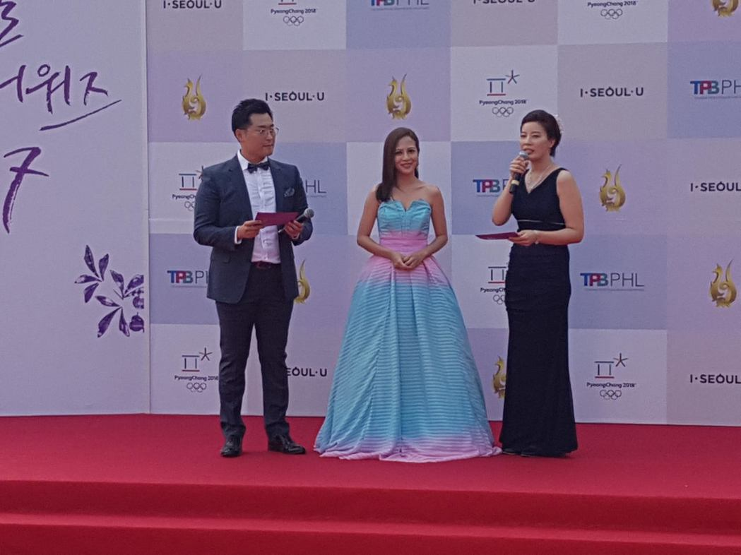 李淑楨出席首爾電視節,在星光大道接受KBS 電視台主持人訪問。圖/大愛台提供