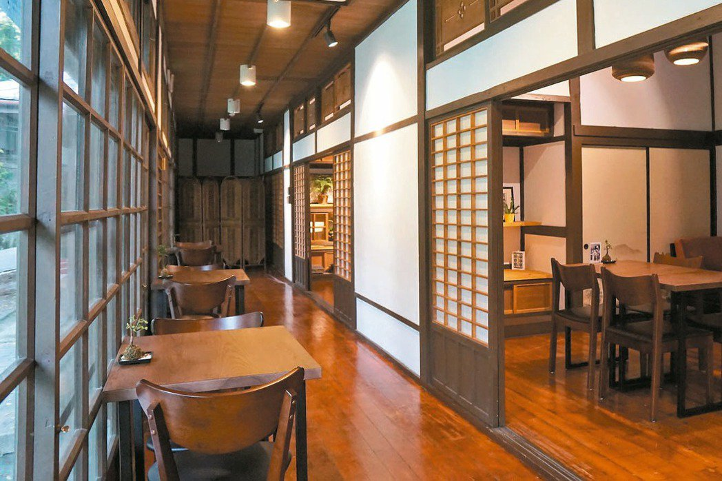 陸聯廳是台灣最早的圖書館,為日治時期高知識分子參加讀書會的地方,現在內設的咖啡廳...