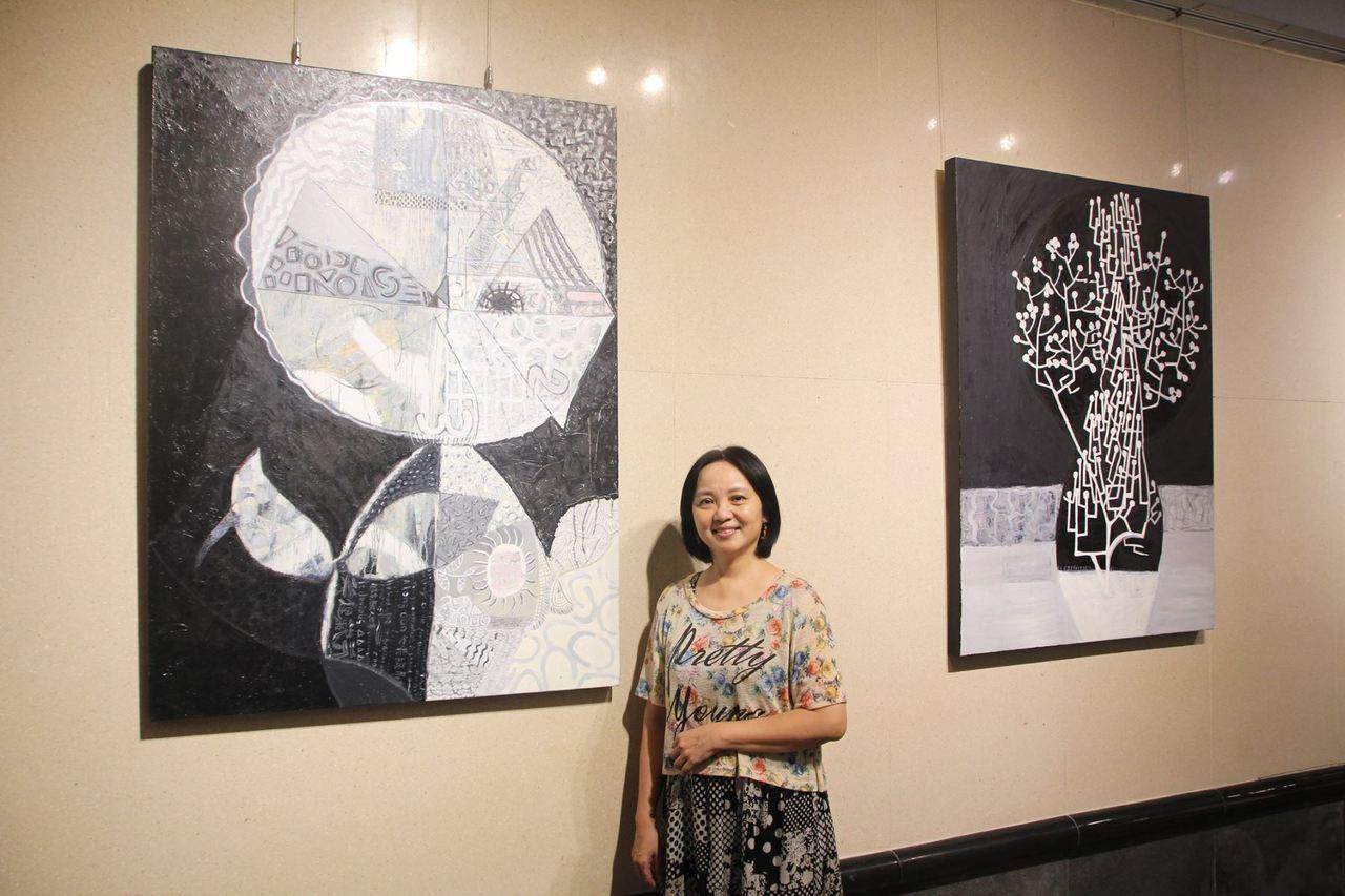 抽象畫家呂秀貞在台中市港區藝術中心舉辦「黑與白+色-呂秀貞SAMANTHA個展」...