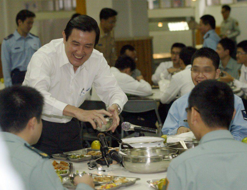 前總統馬英九也曾前往國防部聯合餐廳用餐 圖片來源/聯合報系