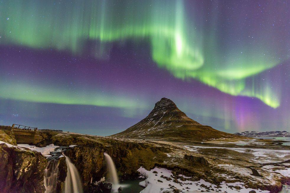 冰島教會山的極光美景。圖/ingimage