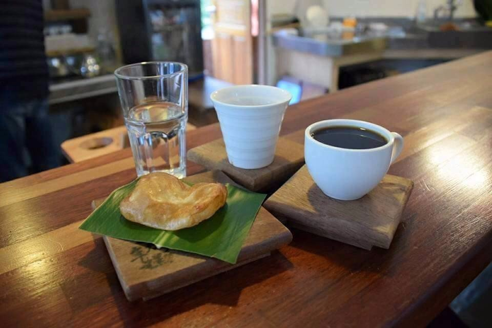 黑咖啡搭配甜粿。(翻攝自鳳鳴197官方FB)