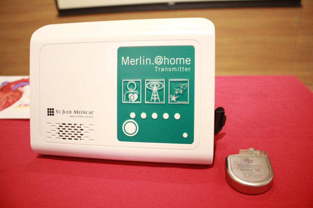 「植入式心律去顫器」(ICD)有接收器定時會將訊號透過雲端傳回醫院,讓醫師即時發...