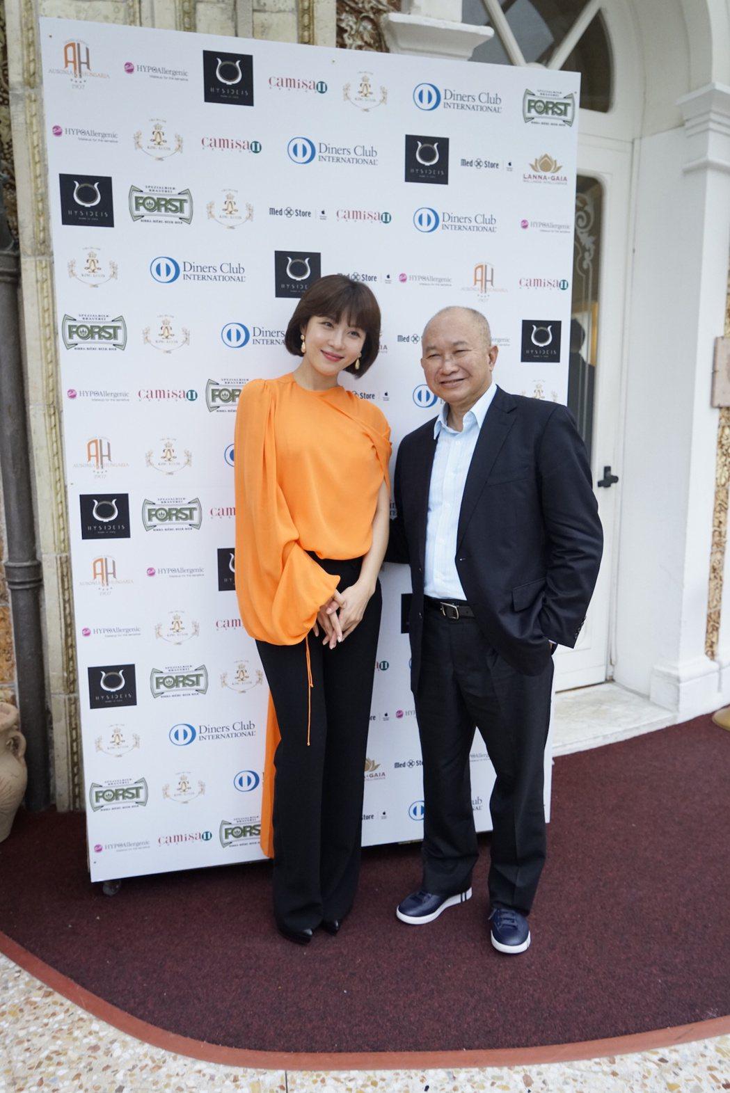 吳宇森執導新片「追捕」,與女主角河智苑一同前往威尼斯影展首映。圖/華映提供