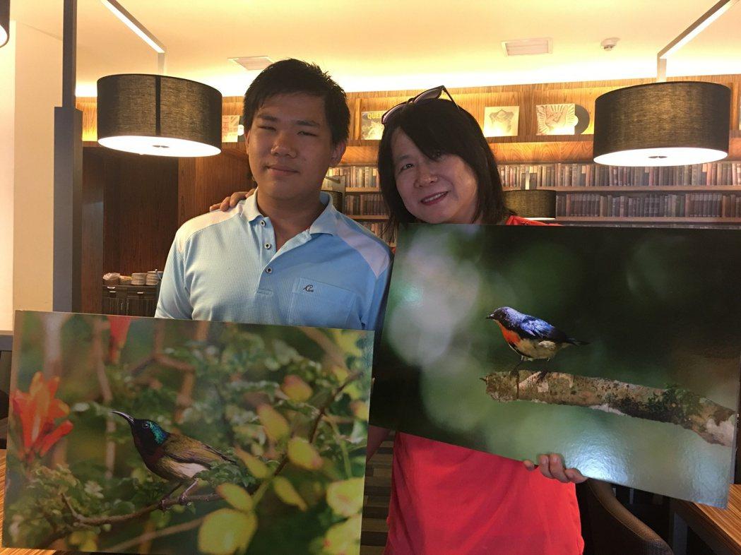 黃蜀婷(右)陪伴兒子楊子誼拍攝鳥類生態,而有共同話題,母子感情更好 。 記者吳淑...