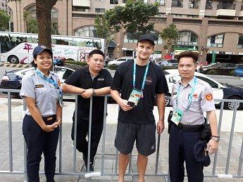 澳洲水球選手遺失手機,警方協助聯繫司機找回。 記者李承穎/翻攝
