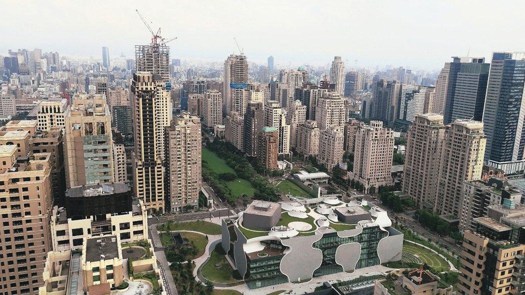 台中7期豪宅林立,卻也是全台房市賣壓最重的地區。 報系資料照