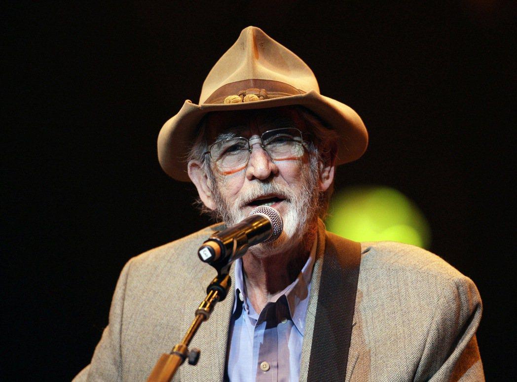 美國鄉村音樂歌手唐威廉斯(Don Williams)於8日過世,享壽78歲。