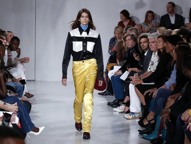 凱亞葛柏首次走秀獻給Calvin Klein。圖/美聯社