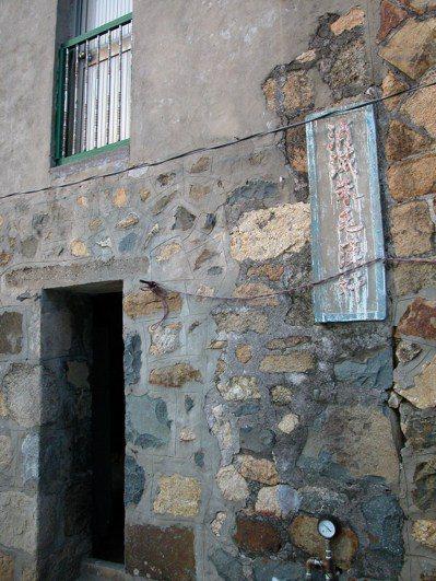 「消滅朱毛漢奸」的標語在馬祖舊村落裡經常可見,圖為北竿后沃村。 本報資料照片