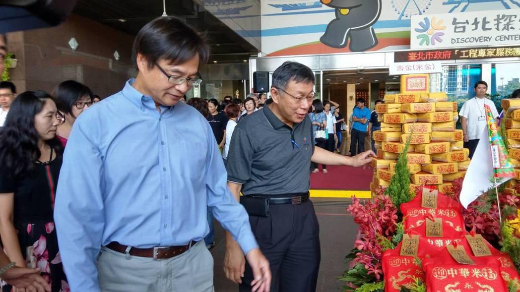 民政局長藍世聰(左)是柯文哲選戰重要幕僚。 記者楊正海/攝影
