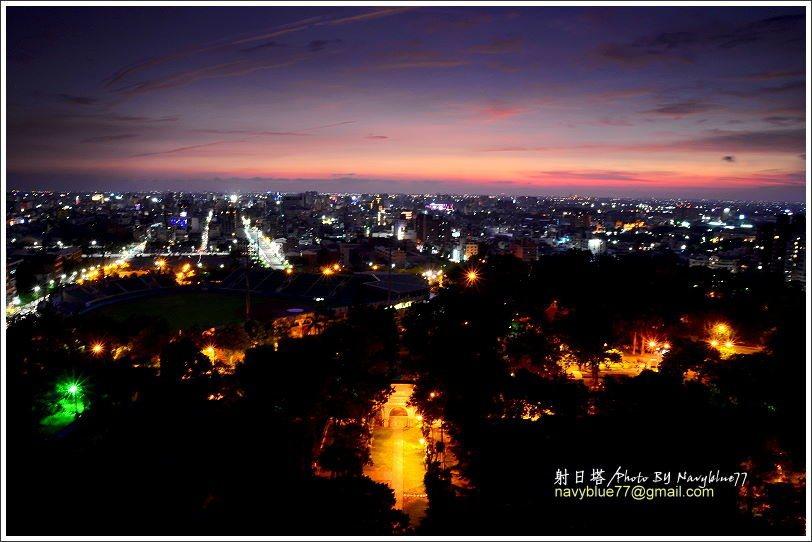 夜終於來了,小城市的夜景雖然比不上北高的璀燦,卻也是溫暖可愛的。