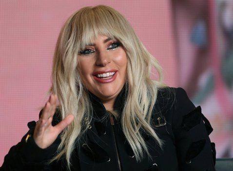 美國流行歌手女神卡卡(Lady Gaga)9日為了演唱會,以及個人紀錄片《女神卡卡:五呎二(Gaga: Five Foot Two)》首映現身加拿大多倫多。她表示,正計畫暫時告別音樂工作「休息一下」...