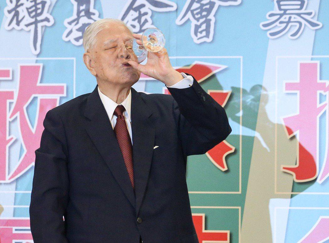 李登輝在餐會上乾杯。記者鄭清元/攝影