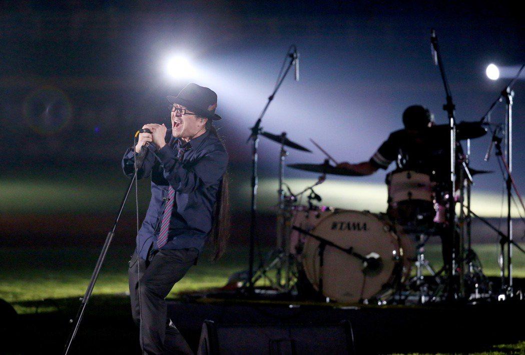 Lamigo桃猿今天在桃園主場邀請到「灌籃高手」經典片尾曲的主唱上杉昇到場開唱。...