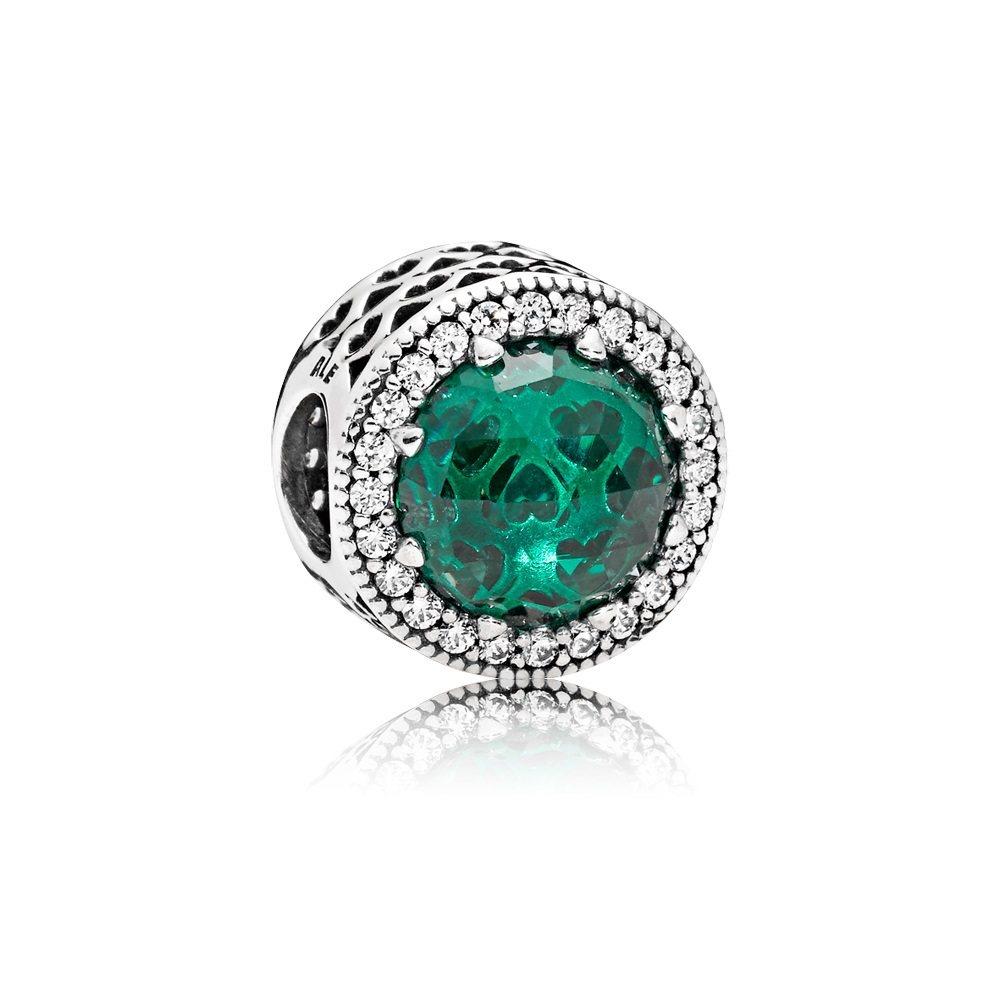 鏤空心形925銀鋯石綠水晶串飾,3,380元。圖/PANDORA提供