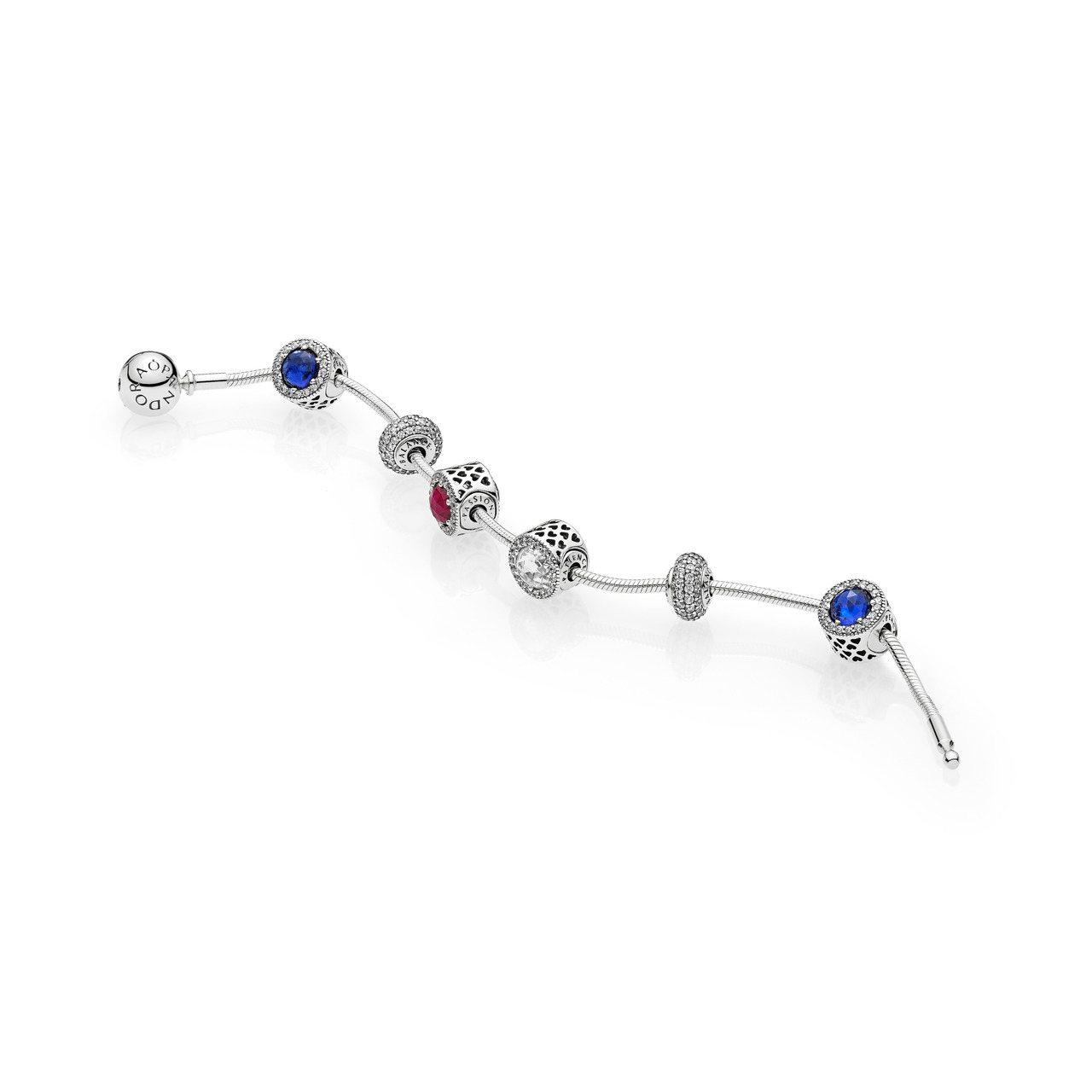 ESSENCE系列也以鮮豔珠寶色彩搭配獨有的意涵,像是綠色水晶代表和平、紅色水晶...