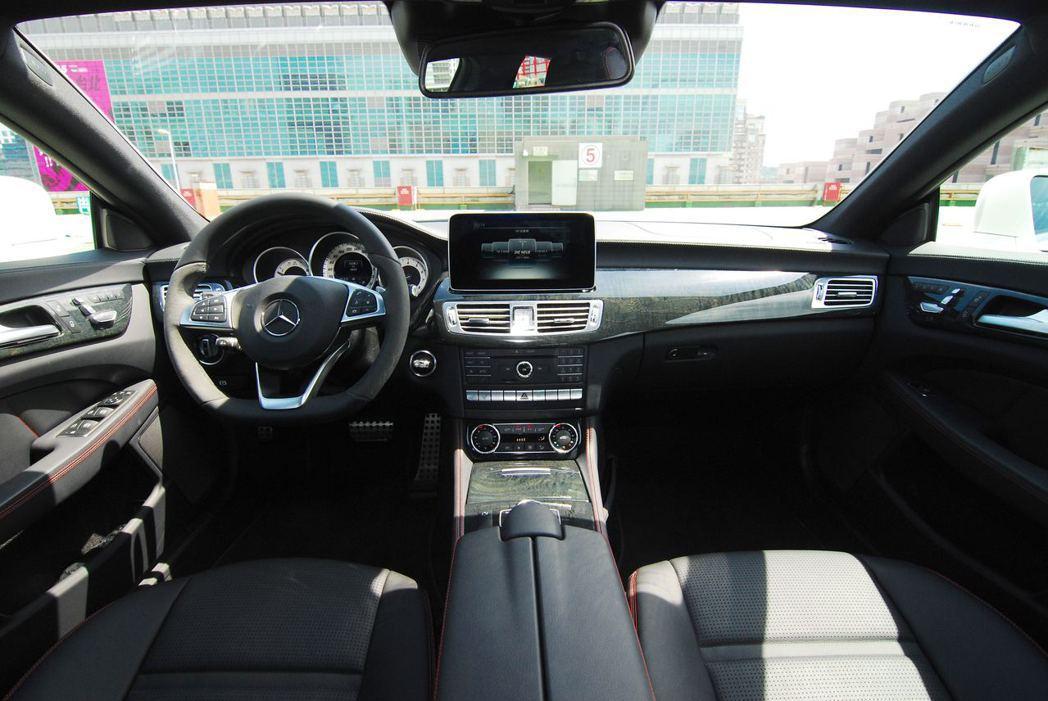 Mercedes-Benz CLS400 AMG Final Edition內裝...