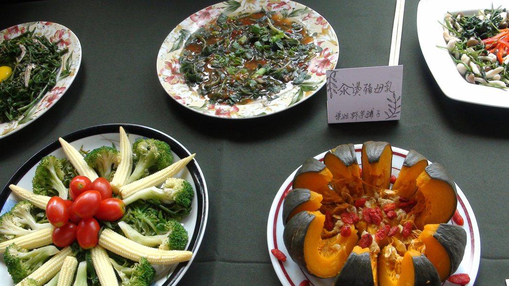 村落民宿和餐飲業者推出小旅行和風味餐。 記者謝恩得/攝影