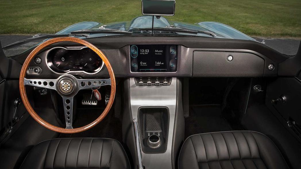 Jaguar E-Type Zero的內裝導入不少現代化的配備。 摘自Jagua...