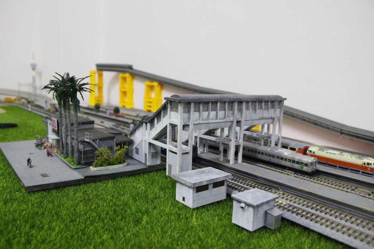 蕭凱元做花壇車站模型,引起鄉民回響。記者林敬家/攝影