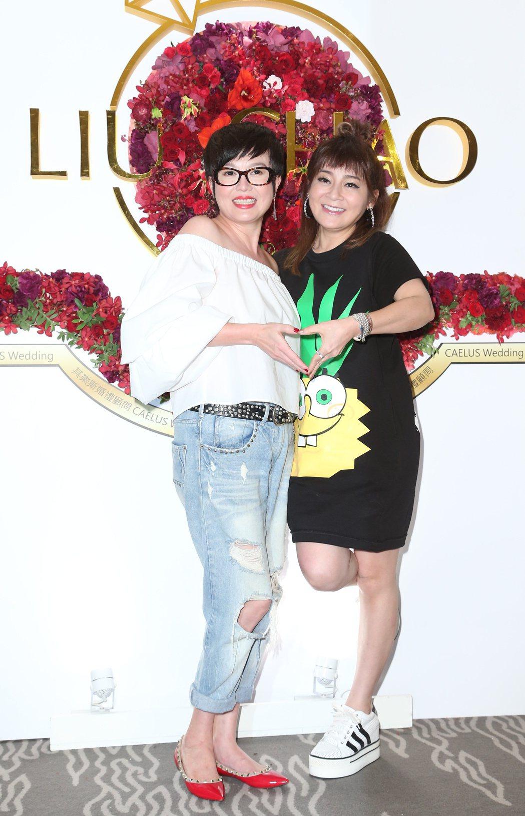 趙小僑與劉亮佐舉行婚宴,苗可麗(左)與王彩樺(右)前來祝賀。記者陳立凱/攝影