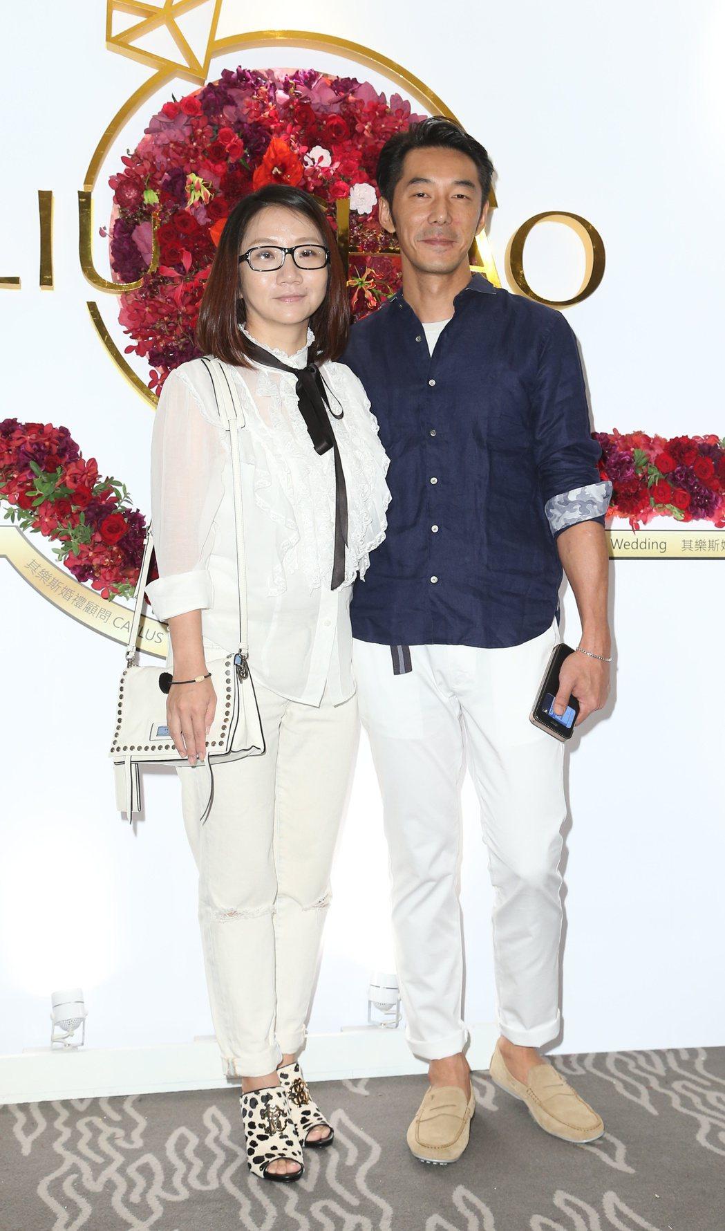趙小僑與劉亮佐舉行婚宴,陶晶瑩(左)與李李仁(右)前來祝賀。記者陳立凱/攝影