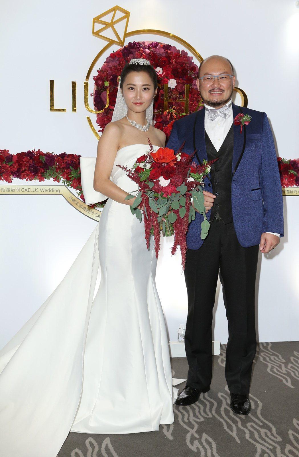 趙小僑(左)與劉亮佐(右)舉行婚宴。記者陳立凱/攝影