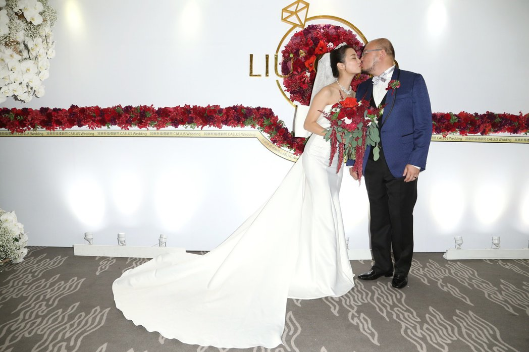 趙小僑(左)與劉亮佐(右)舉行婚宴。記者陳立凱/攝影)