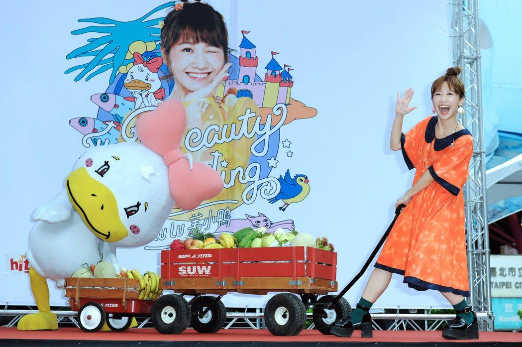 Lulu 10日在西門町舉辦簽唱會。圖/環球唱片提供