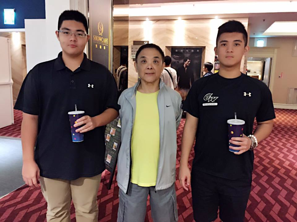 小亮哥大兒子(右)出國念書,小兒子(左)是大學新鮮人。圖/摘自臉書
