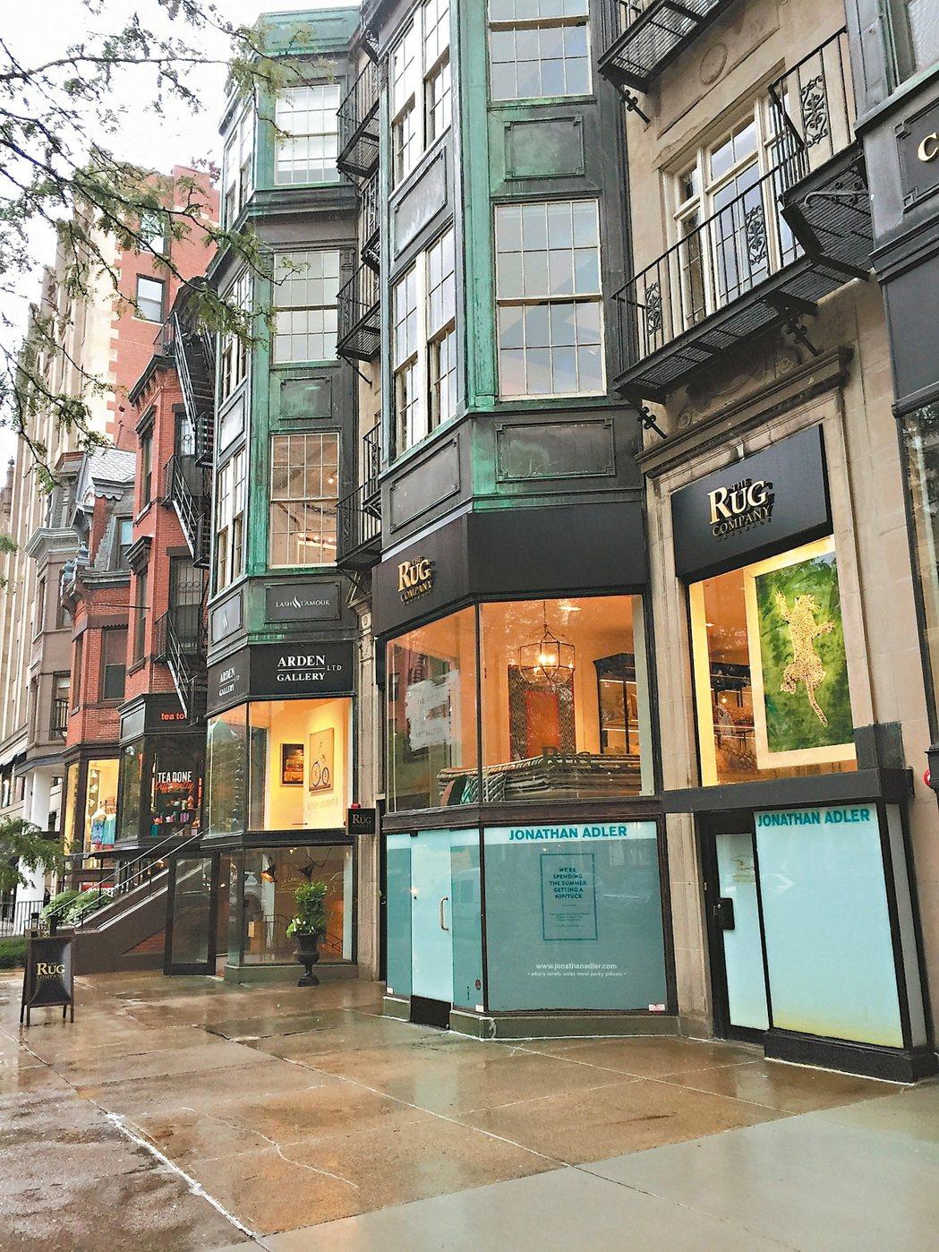 來紐伯利街可享受在古蹟建築購物的樂趣。 記者蘇詠智/攝影